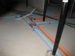 床下転がし給水給湯管.JPG